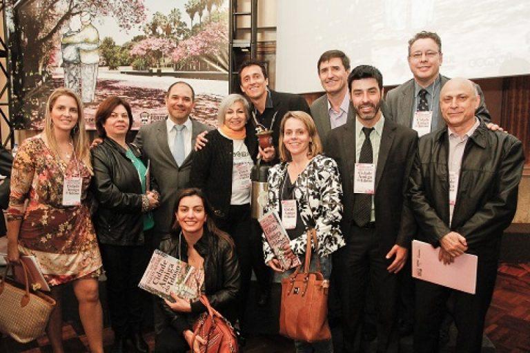 Porto Alegre recebe o título de Cidade Amiga do Idoso