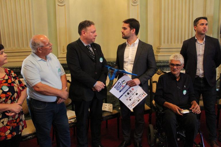 Governador recebe convite para o Fórum Social Mundial da População Idosa